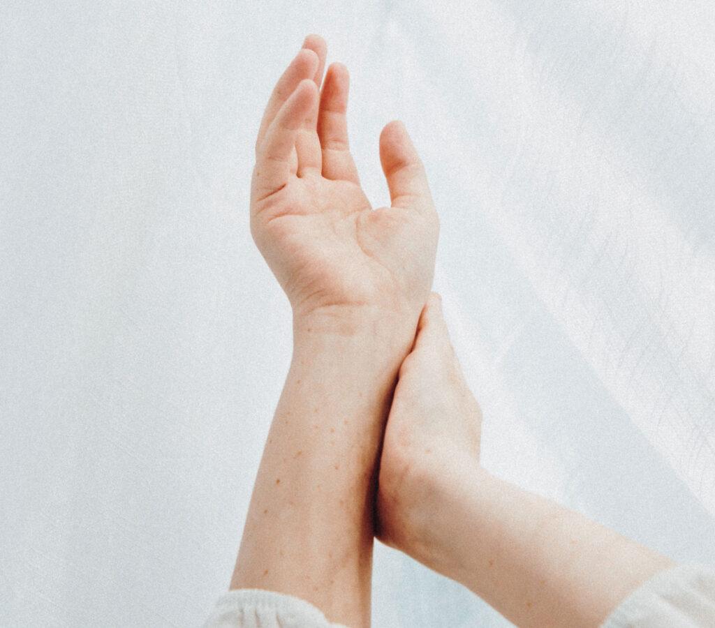 Keskmise sorme artriit Mazi soojendamine ola ola jaoks