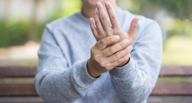 Sormede artriidi vitamiinid Kasi liigesed haiget ja pigistage