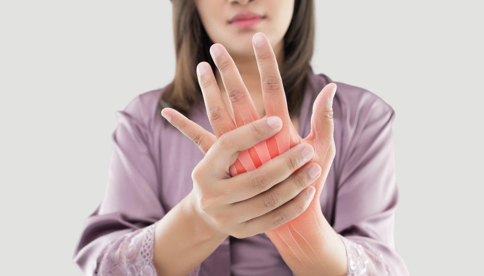 Kui liigesed on valulikud puud haiget ja pigistage sormede liigesed