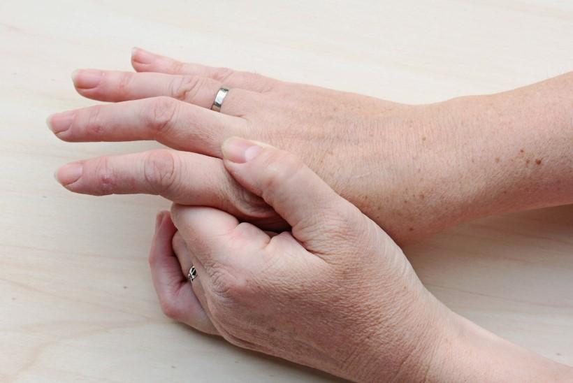 Tugev valu karbitud liigeses Piinaoli liigeste valudega