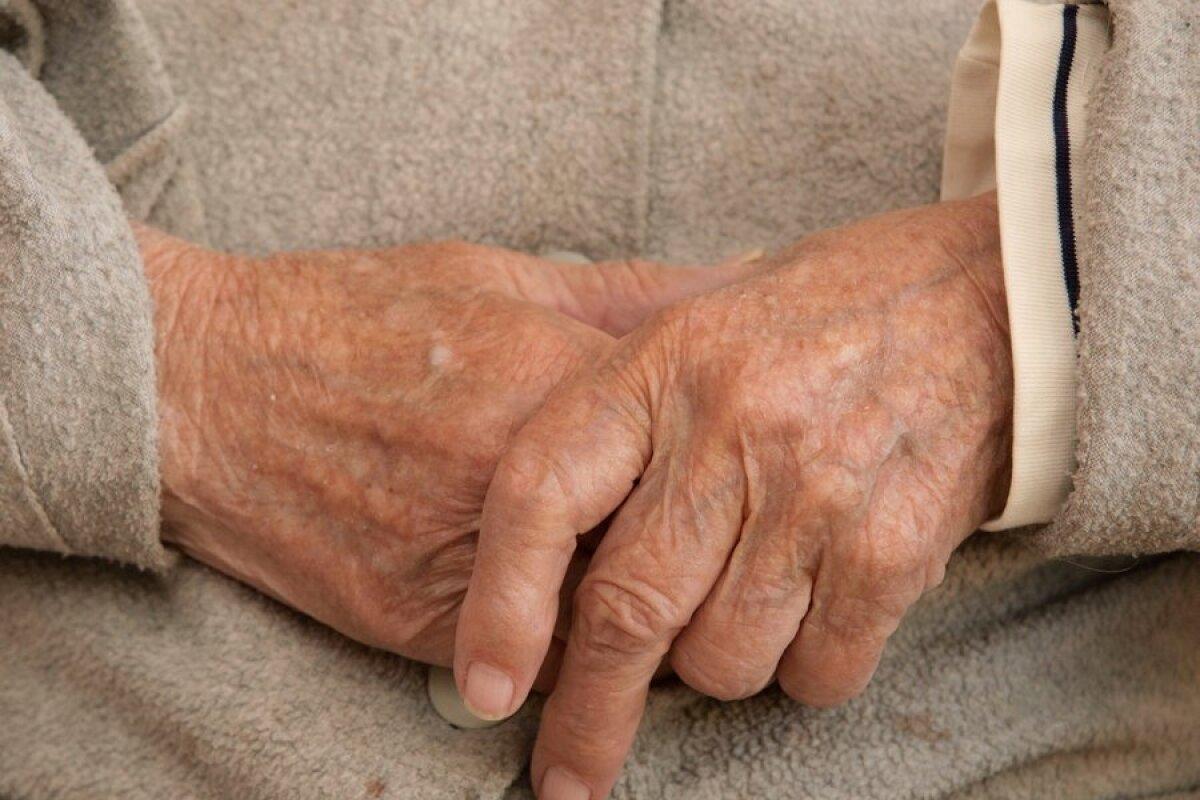 Hoidke parempoolse harja liigeseid Mis on kate reumatoidartriit