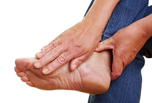 Kuidas ravida valu jala jalgsi Vedeliku puudumine liigeste ravi