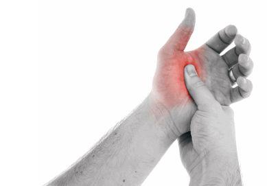 Solvestab haige valja paisub valus liigesed varases eas